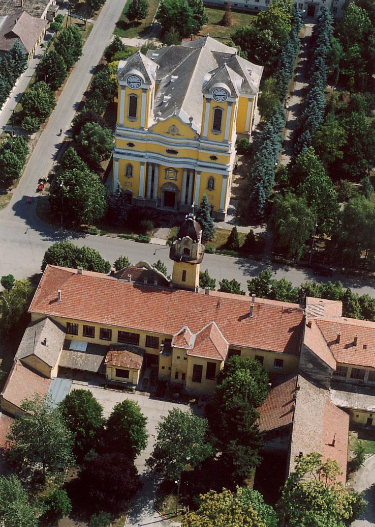 Battonya Szentháromság templom - magyartemplomok.hu